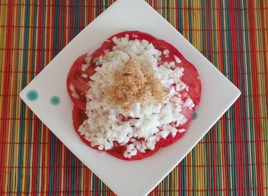 トマトのサラダ淡路島の玉ねぎどっさりのせ【だしとうま味の料理教室|名古屋】